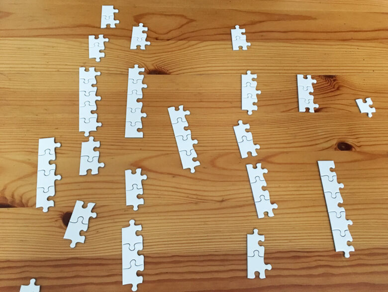 白いジグソーパズル